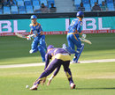 Lendl Simmons and James Vince complete a run, Quetta Gladiators v Karachi Kings, Pakistan Super League 2016, Dubai, February 6, 2016