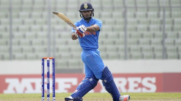 Rishabh Pant plays a pull