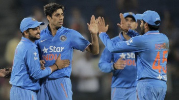 Ashish Nehra dismissed Sri Lanka's openers early