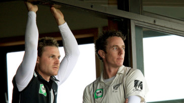 Brendon McCullum and Iain O'Brien look at the weather