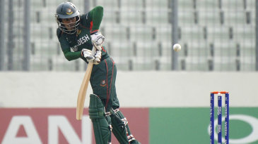 Mehedi Hasan Miraz clips en route to his fifty