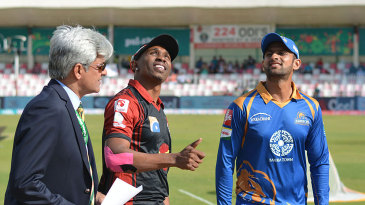 Lahore Qalandar captain Dwaye Bravo and Karachi Kings captain Shoaib Malik at the toss