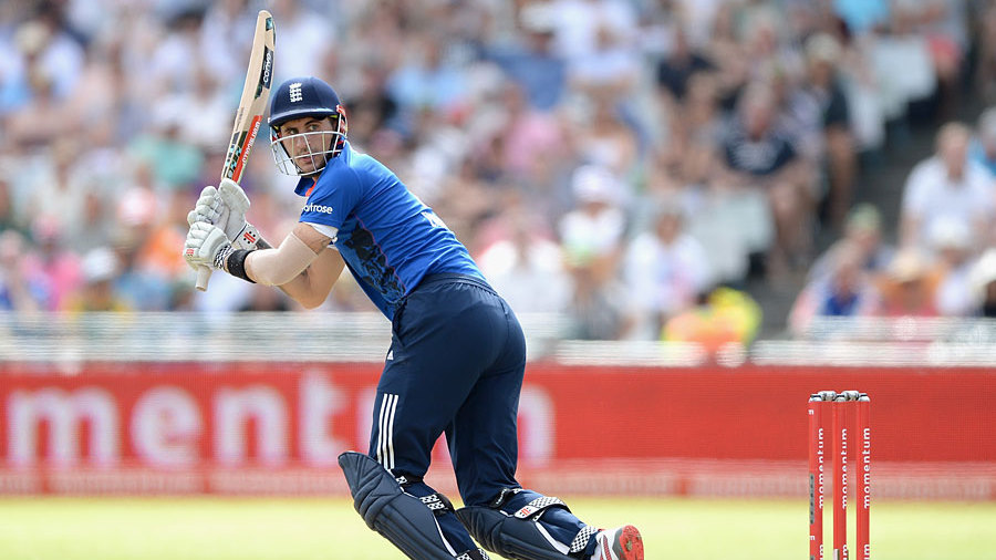 Alex Hales continued his impressive series with a fifth consecutive fifty
