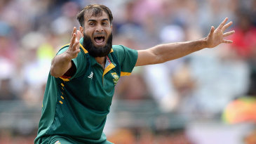 Imran Tahir pleads for the wicket of Joe Root