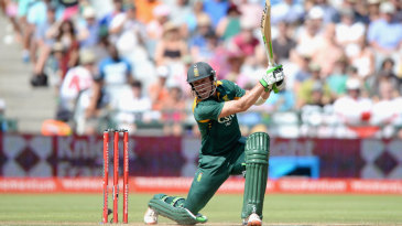 AB de Villiers raced to a counterattacking half-century