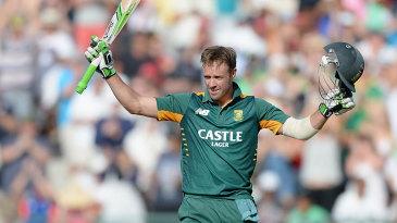 AB de Villiers celebrates his hundred