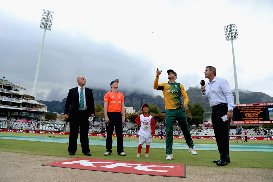Beneath cloudy skies in Cape Town, South Africa opted to bowl