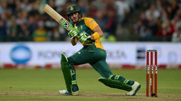 Faf du Plessis did not find life easy as he made 25