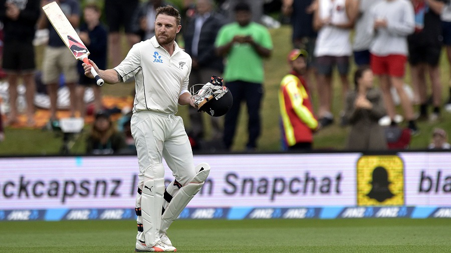 Brendon McCullum raises his bat to acknowledge the applause after his final Test innings