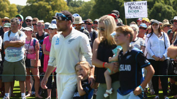 Brendon McCullum with his family at his final international presentation ceremony