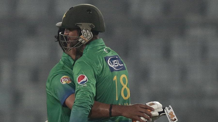 Shoaib Malik and Umar Akmal embrace after Pakistan's win