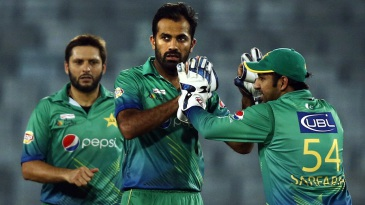 Wahab Riaz celebrates Dinesh Chandimal's wicket with his team-mates