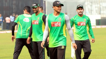 Shakib Al Hasan trains with his team-mates on the eve of the Asia Cup final