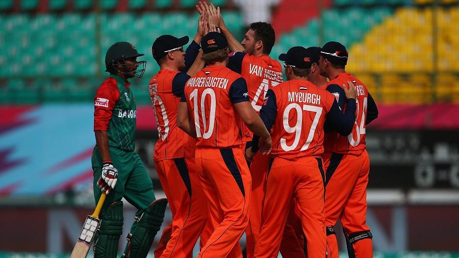 Netherlands celebrate the wicket of Soumya Sarkar