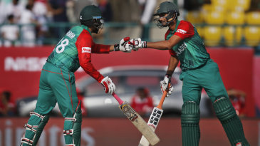 Tamim Iqbal and Mahmudullah scored briskly during the fourth-wicket stand