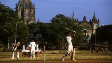 Kids play cricket in Mumbai