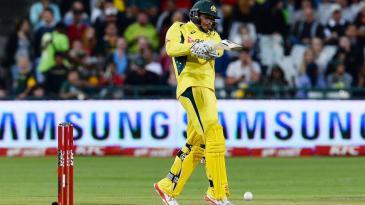 Usman Khawaja plays a pull
