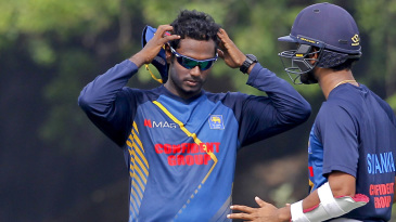 Angelo Mathews and Dinesh Chandimal have a chat at training