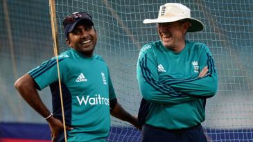 Mahela Jayawardene and Trevor Bayliss share a laugh