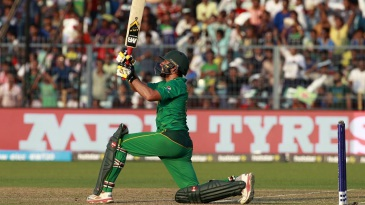 Shahid Afridi muscles one down the ground