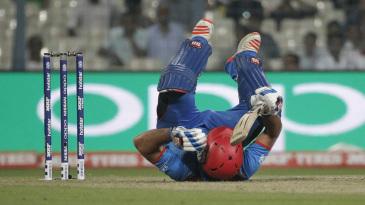 Samiullah Shenwari loses his footing after hitting a four