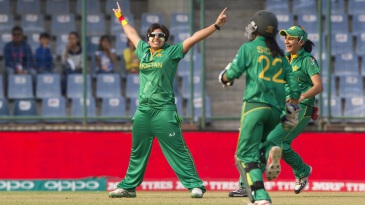 Nida Dar strikes the Shahid Afridi pose after dismissing Mithali Raj