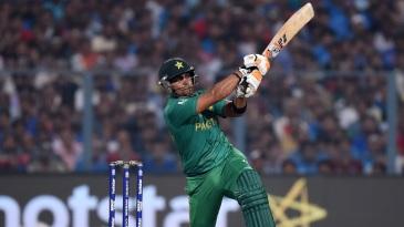 Umar Akmal smacked a 16-ball 22