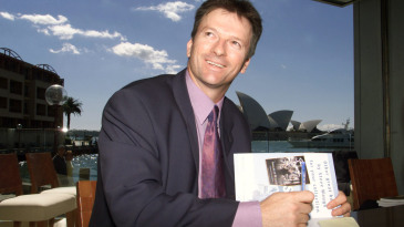 Steve Waugh signs copies of his book during the launch of his new book, <i>Ashes Diary 2001'</i>