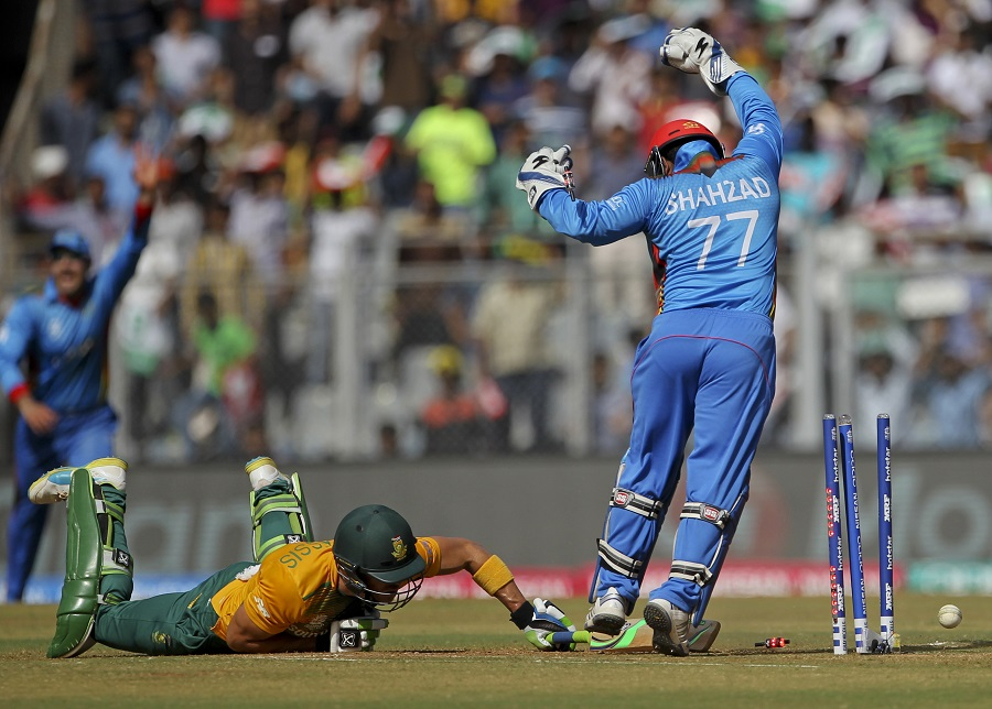 A run-out of du Plessis ended the partnership, and with de Kock's wicket two overs later, Afghanistan pulled things back
