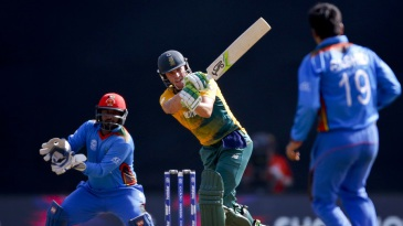 AB de Villiers wristily flicks to the on side