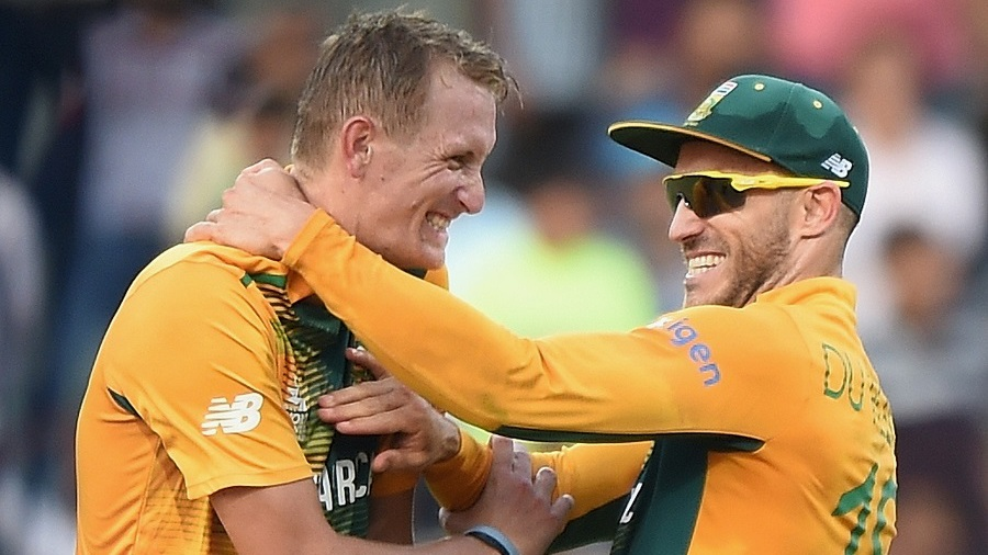 Chris Morris and Faf du Plessis rejoice after winning the match