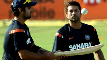 Sachin Tendulkar watches Virat Kohli bounce the ball on the bat