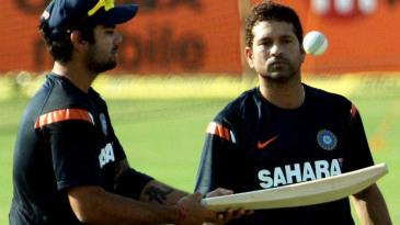 Sachin Tendulkar watches Virat Kohli bounce the ball on the bat