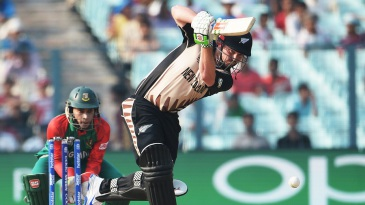 Colin Munro punches down the ground