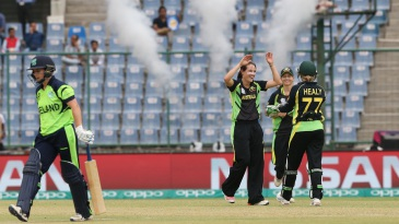 Megan Schutt's three-for kept Ireland to 91