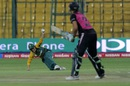 Mignon du Preez takes a catch to dismiss Suzie Bates, New Zealand v South Africa, Women's World T20 2016, Group A, Bangalore, March 26, 2016