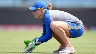 Alyssa Healy hones her keeping skills