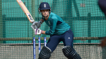Sarah Taylor prepares for a heave in the nets