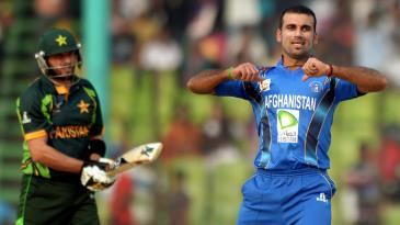 Dawlat Zadran celebrates Shahid Afridi's wicket