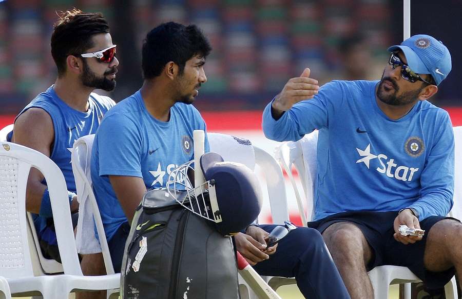 Image result for virat kohli practice session with dhoni