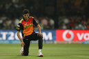 Ashish Nehra struggles with injury before leaving the field, Royal Challengers Bangalore v Sunrisers Hyderabad, IPL 2016, Bangalore, April 12, 2016