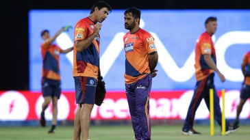 Stephen Fleming has chat with MS Dhoni