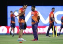 Stephen Fleming has chat with MS Dhoni, Gujarat Lions v Rising Pune Supergiants, IPL 2016, Rajkot, April 14, 2016