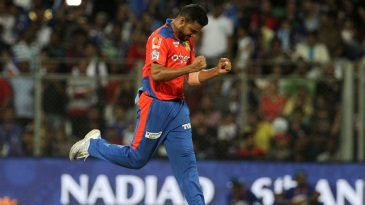 Shadab Jakati celebrates a wicket