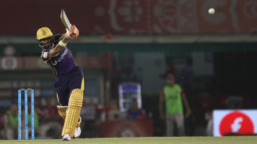 Robin Uthappa takes the aerial route on the leg side