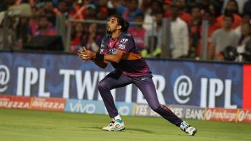 Ishant Sharma holds on to a catch to dismiss KL Rahul