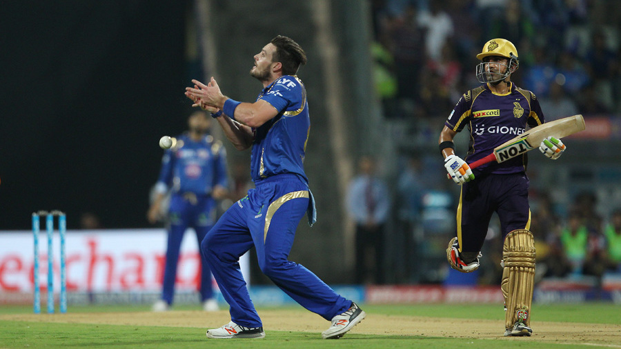 Mitchell McClenaghan drops a caught-and-bowled chance off Gautam Gambhir