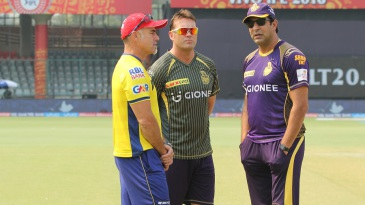 Paddy Upton, Jacques Kallis and Wasim Akram have a word before the match