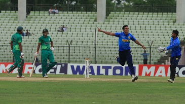 Taskin Ahmed picked up 2 for 29 in Abahani Limited's victory