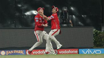 Mohit Sharma runs into David Miller's path and drops Robin Uthappa